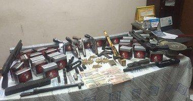 ضبط 17 عاطلا بحوزتهم أسلحة نارية وبانجو وحشيش وأقراص مخدرة بالقليوبية…