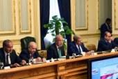 بالصور.. رئيس الوزراء يستعرض قرض صندوق النقد مع رؤساء الهيئات البرلمانية..