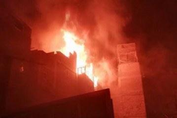 إخماد حريق شقة داخل شقة سكنية بالفجالة