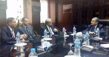 اجتماع محافظ جنوب سيناء وممثل شركة شنيدر العالمية لبحث إنشاء محطة شمسية…