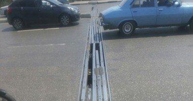 مرور القاهرة:حواجز حديدية بمحيط أعمال تطوير كوبرى دار السلام لتجنب الحوادث…