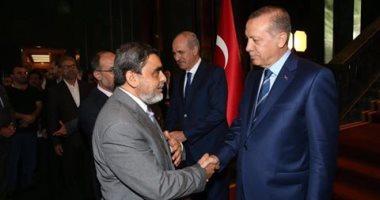 """أردوغان يلتقى شقيق مساعد """"المعزول"""" الهارب فى تركيا.."""