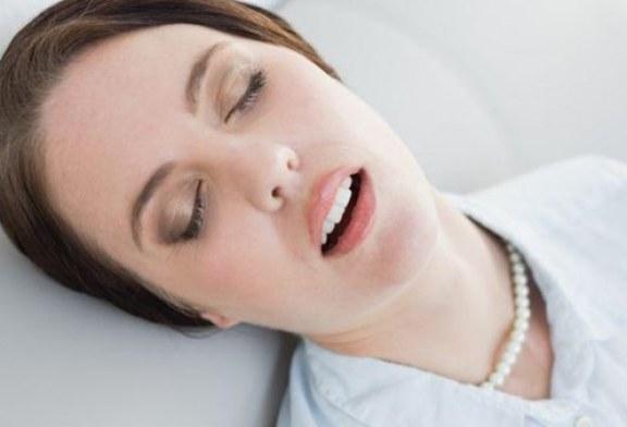 دراسة ..لماذا ينام البعض وأفواههم مفتوحة؟