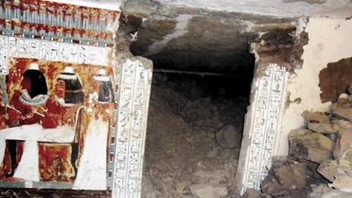 العثور علي مقبرة أثرية أثناء حفر ترعة بالمنوفية