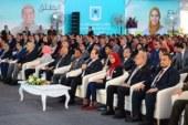 شأهد شاب يحرج محافظ أسوان أمام السيسي..