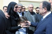 وزير الداخلية يقبل رأس ابنة شهيد سيناء.. وزملاؤه يتوعدون بالثأر