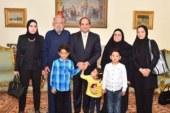 """بالصور.. السيسي يستقبل أسرة الشهيد المقدم أحمد صلاح الدين مالك بـ""""الاتحادية"""""""