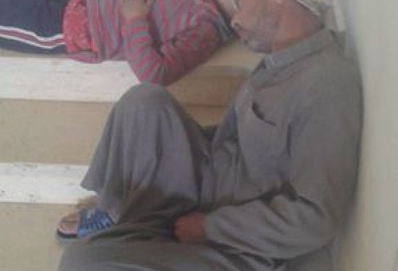 طفل مريض ينام على سلم وحدة صحية في الفيوم شهرا لانتظار الطبيب