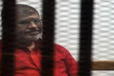 أسرة مرسى تكذّب ادعاءات الإخوان عن سوء حالته: زرناه بالسجن وصحته جيدة