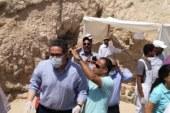 """وزير الآثار يعلن اكتشاف مقبرة المستشار """"أوسرحات"""" بالبر الغربى"""