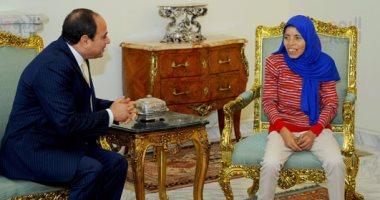 """صندوق """"تحيا مصر"""" يسلم """"فتاة العربة"""" سيارة لمساعدتها فى عملها اليوم"""