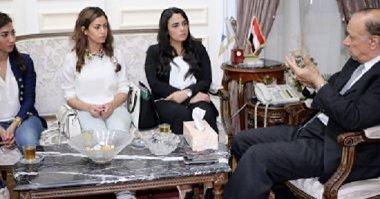 """بنات """"عربية البرجر"""" رجعوا الشارع.. كيف تغيرت القصة بعد الاجتماع بالمحافظ؟"""
