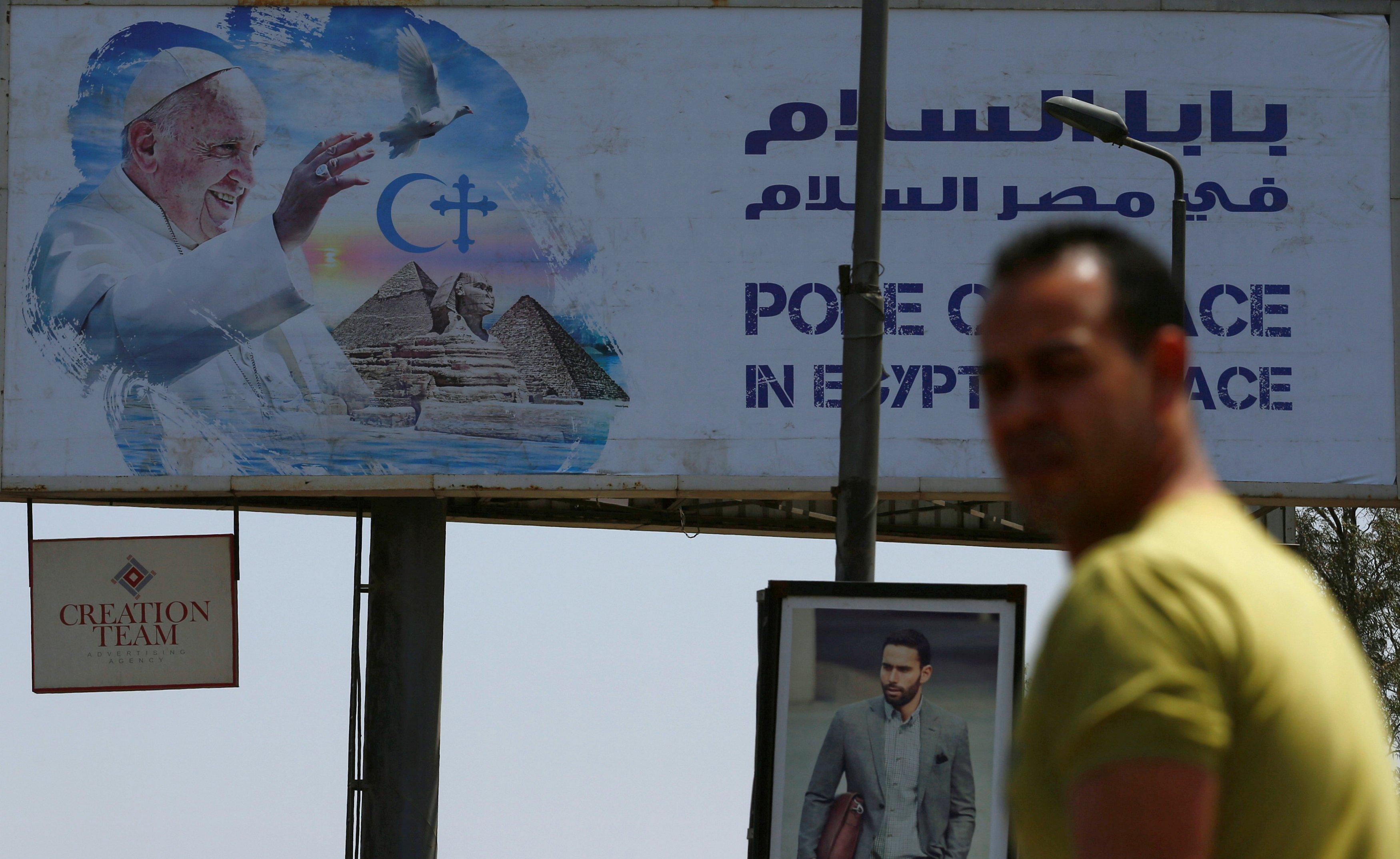 """لوحات الترحيب بـ """"البابا فرانسيس"""" تزين شوارع القاهرة"""