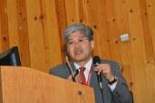 عالم ياباني  يؤكد على  أهمية المادة الوراثية وتأثيرها على نمو وتطور الإنسان خلال مشاركته  في مؤتمر طبي بجامعة أسيوط