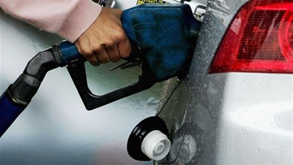 """الحكومة تتابع المرحلة الأولى لـ""""كروت البنزين"""""""