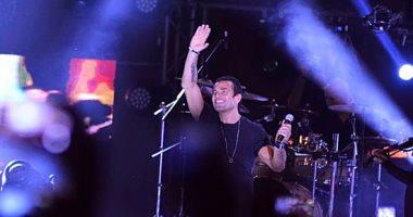 """عمرو دياب يبدأ حفله فى كايرو فيستيفال بأغنية """"الليلة حبيبى"""""""