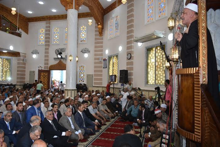 أقباط يصطفون إلى جوار المسلمين لمشاركتهم فرحة افتتاح مسجد بالشرقية