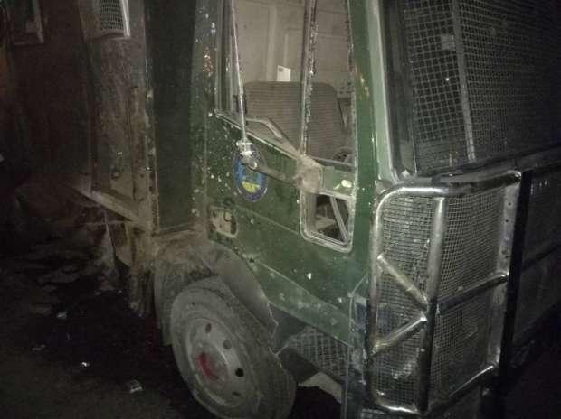 4 مصابين في إطلاق نار على سيارة أمن مركزي على طريق الأوتوستراد