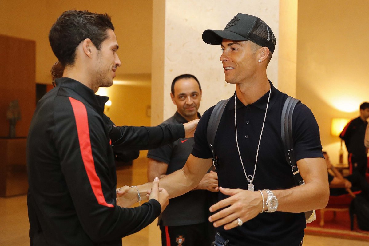 رونالدو يصل معسكر منتخب البرتغال بعد الفوز بدورى الأبطال