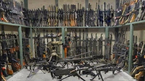 ضبط ترسانة أسلحة وهدم 94 منزلًا لتجار المخدِّرات بسوهاج