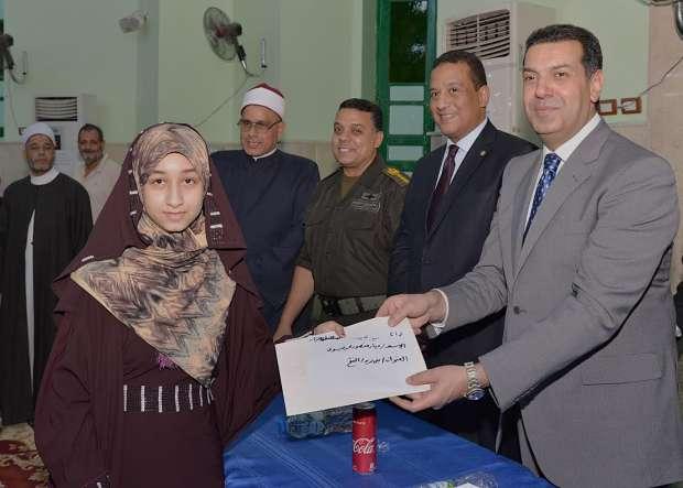 محافظ أسيوط يشهد الاحتفال بليلة القدر ويكرم حفظة القرآن