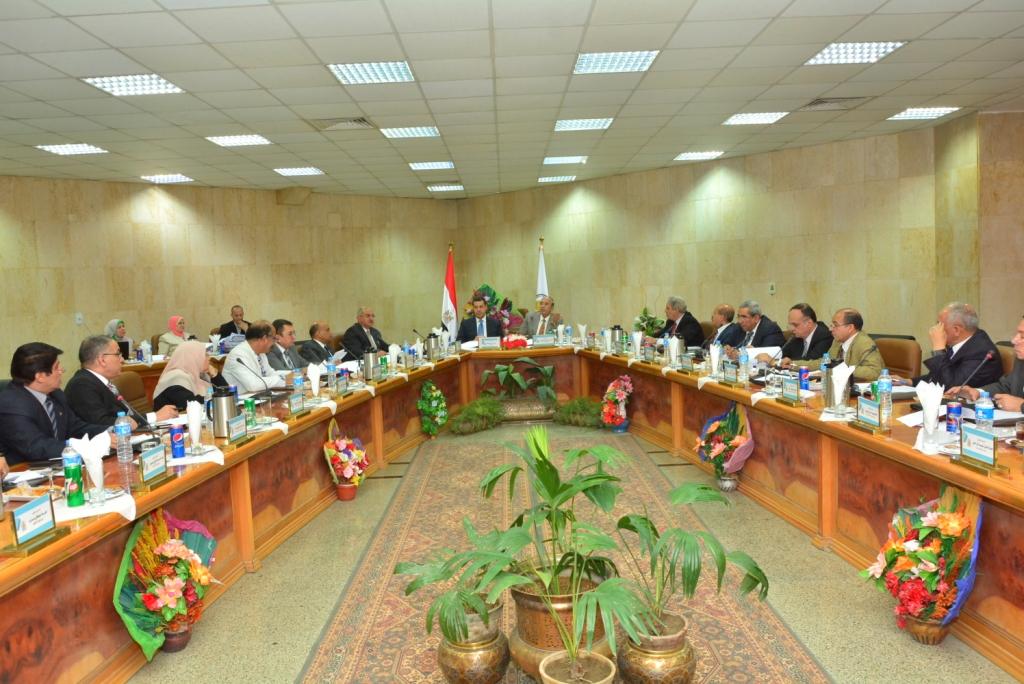 مجلس جامعة أسيوط  يوافق على تعيين 16 أستاذاً جديداً في ستة كليات مختلفة