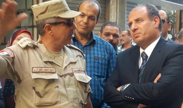محافظ الإسكندرية يتفقد أعمال هدم عقار الأزاريطة المائل