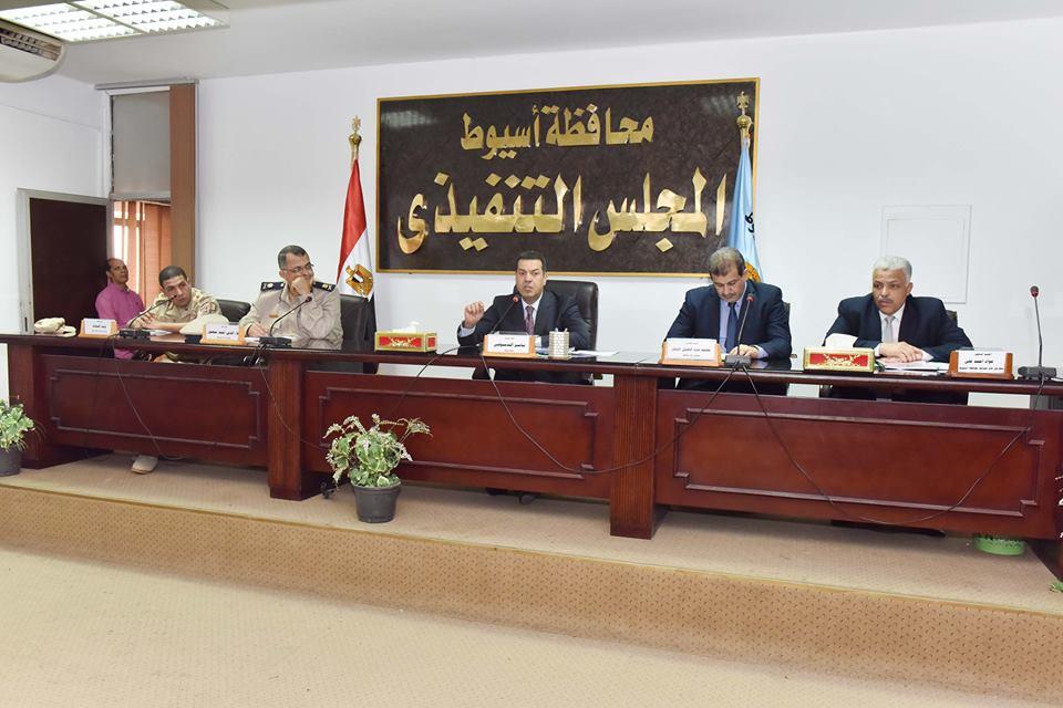 محافظ أسيوط يوافق على إطلاق أسماء شهداء على مدارس بمراكز المحافظة