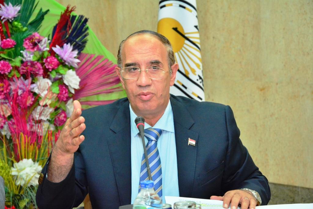 رئيس جامعة أسيوط يتفقد امتحانات الدراسات العليا بكلية التجارة