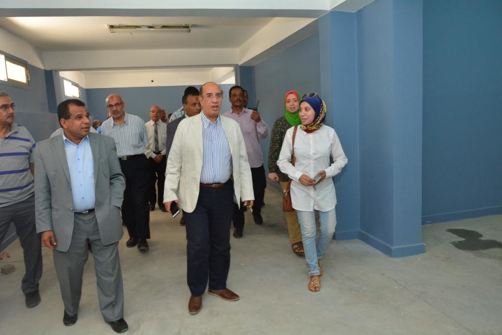 رئيس جامعة أسيوط يتفقد أعمال التطوير بمستشفى الطلاب