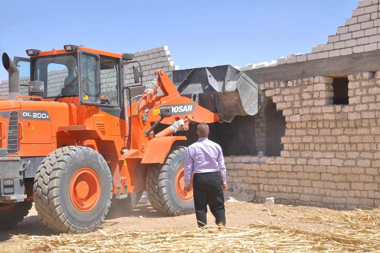 إزالة 20 حالة تعدي على الاراضي الزراعية وتحرير 103 محضر إشغال ونظافة وبيئة بمنفلوط