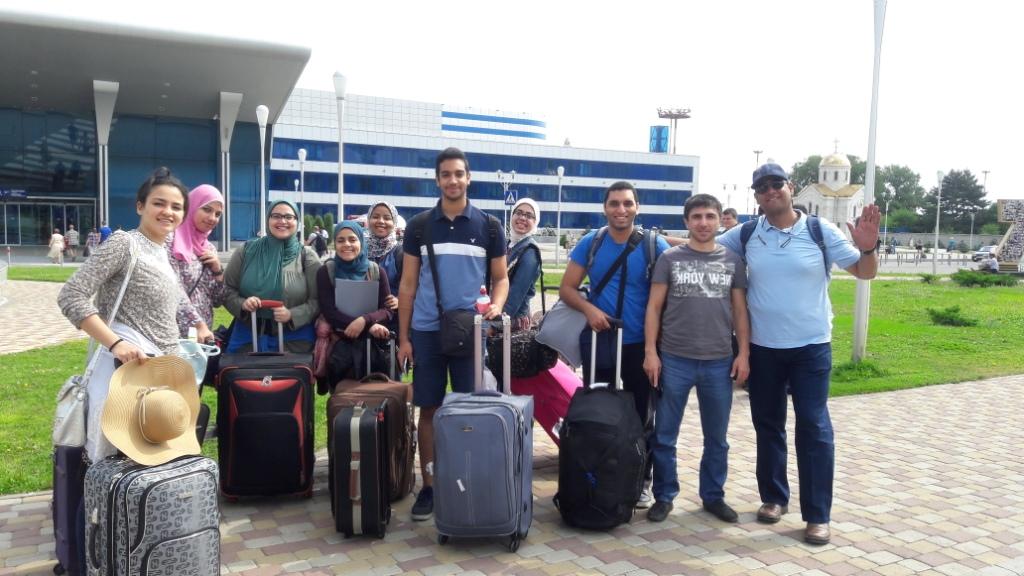 عودة وفد طلابي من جامعة أسيوط بعد انتهاء رحلتهم الثقافية والتعليمية إلى جامعة بيتاجورسيك الروسية