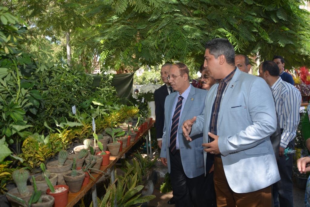 كلية الزراعة تنظم معرضاً لنباتات الزينة فى إطار احتفالات جامعة أسيوط بمرور 60 عاما على إنشائها