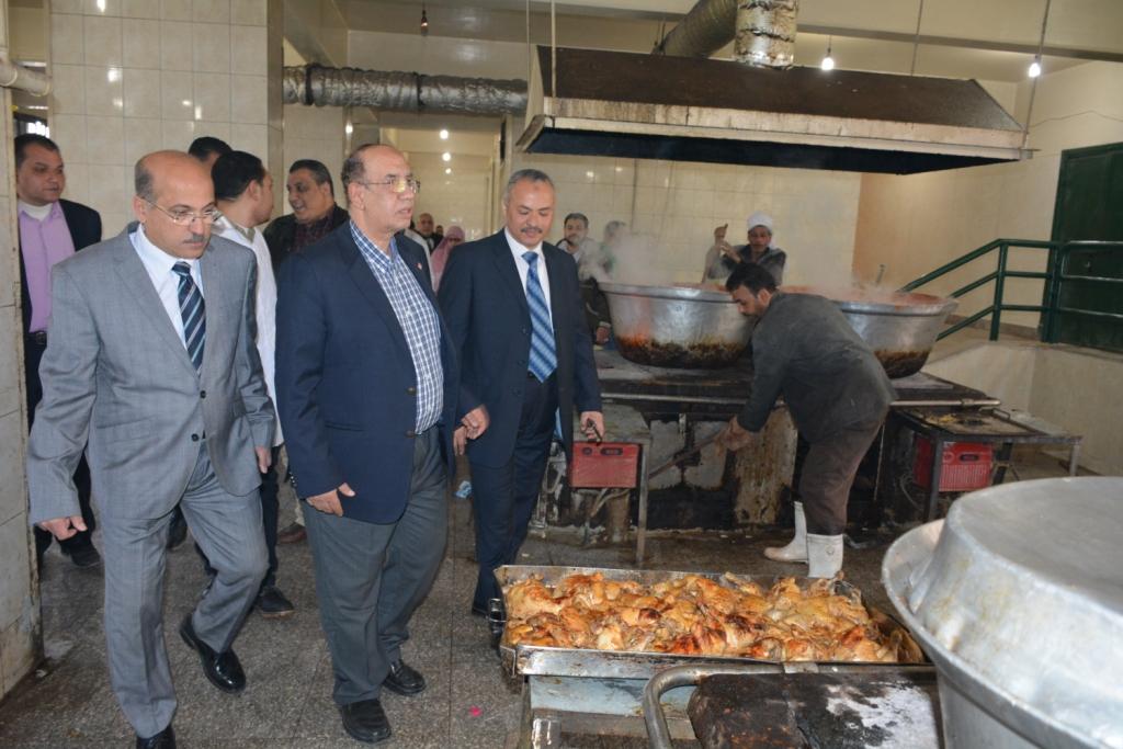رئيس جامعة أسيوط فى جولة داخل مبانى المدينة الجامعية للطالبات