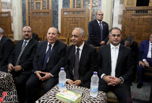 على عبد العال وشخصيات عامة ووزراء سابقين فى عزاء قدرى أبو حسين