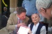 """بالصور ..سفير هولندا يحتفل مع مؤسس مدرسة النور """" هيلين """" بعيد ميلادها ال 102  """" سيتجس"""" : """"هيلين """" فخر هولندا ..وسندعم مصر بكل ما هو متاح"""