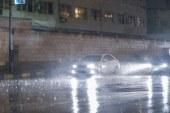 تدفع الجيزة بشفاطات لسحب مياه الأمطار من الشوارع