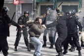 اشتباكات بين الأمن التونسي ومتظاهرين في ذكري الثورة
