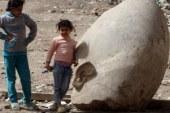 إهانة الحضارة..الآثار تخذل الملك رمسيس الثانى وتتركه لأطفال المطرية