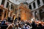 """الطوائف المسيحية تحتفل بـ""""سبت النور"""" في فلسطين"""